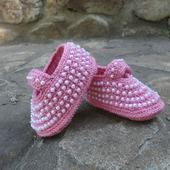 Летние вязаные пинетки туфельки с перламутровыми бусинами