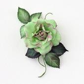 Брошь зеленая роза салатовый цветок в крапинку
