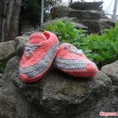 Вязаные пинетки кроссовочки кораллового цвета