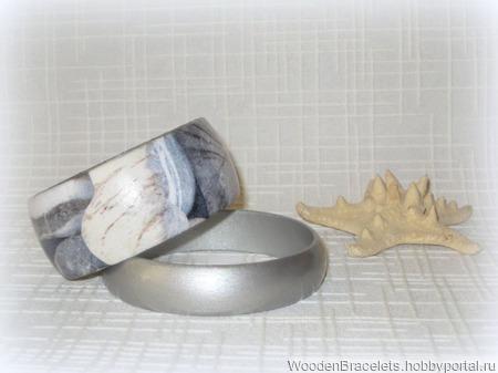 """Серый комплект браслетов из дерева """"Камушки"""" ручной работы на заказ"""