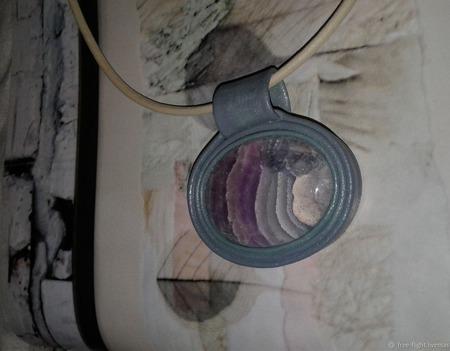 Кулон из кожи с флюоритом ручной работы на заказ