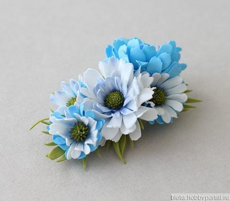 Заколка-зажим голубые и белые цветы хризантемы ручной работы на заказ
