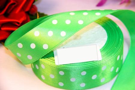 Атласная зеленая в крупный белый горох ручной работы на заказ