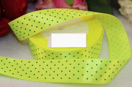 Атласная лимонного цвета в мелкий зелёный горох ручной работы на заказ