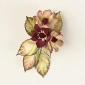 Брошь зажим кремовые бордовые цветы