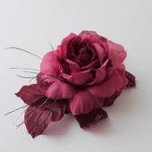 Бордовая крупная брошь-роза из ткани