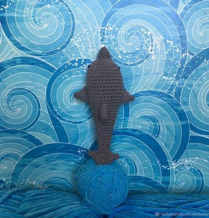 Вязаный дельфин ручной работы на заказ