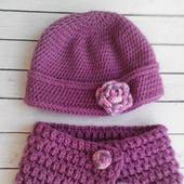 Вязаный комплект для малышки шапочка и снуд на пуговицах