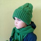 Вязаный комплект для девушки; шапка, платок- бактус, рукавички