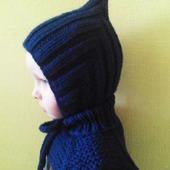 Вязаный комплект для мальчика: шапочка гномик и манишка