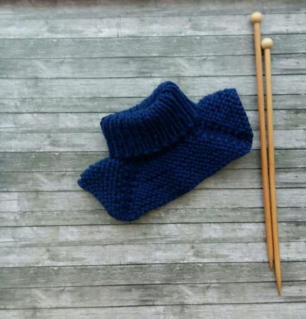 Вязаный комплект для мальчика: шапочка гномик и манишка ручной работы на заказ