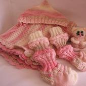 Вязаный детский плед из детской шерсти, шапочка, носочки и игрушка котик