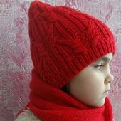 Вязаная шапочка и бактус для девочки