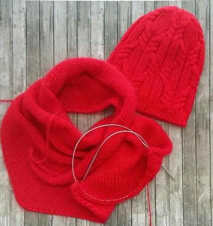 Вязаная шапочка и бактус для девочки ручной работы на заказ