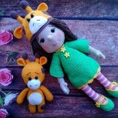 Вязаная куколка с жирафиком