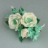 Крупная мятно-зеленая брошь с белыми цветами