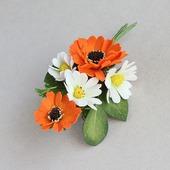 """Яркая брошь с белыми и оранжевыми цветами """"Календула и ромашки"""""""