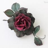 Брошь темная бордовая зелёная роза