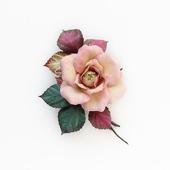 Брошь роза розовая с разноцветными листьями