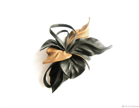 """Брошь маленькая цветок из кожи """"Дрезден"""" коричневая рыжая с петлями ручной работы на заказ"""