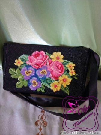 Цветочный клатч, вышитый крестом ручной работы на заказ