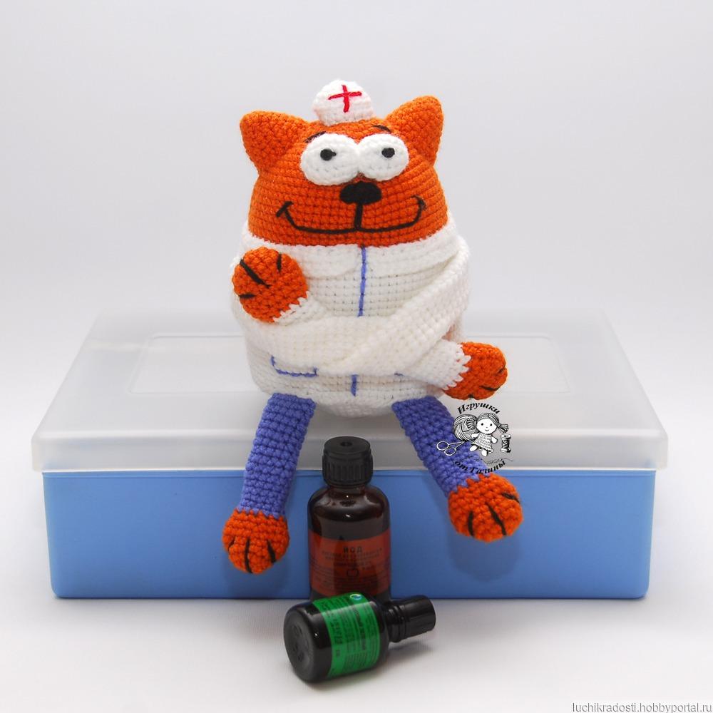 вязаная крючком игрушка сувенир кот доктор врач купить в