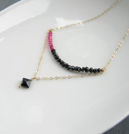 """Колье """"Harlequin"""" из позолоты с черной шпинелью и рубином ручной работы на заказ"""