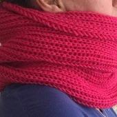 Женский шарф-снуд вязанный спицами