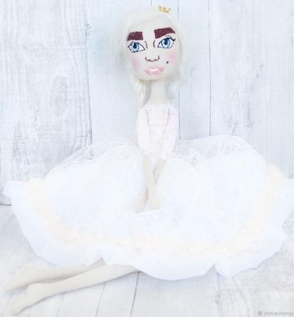 Принцесса текстильная кукла с вышитым лицом ручной работы на заказ