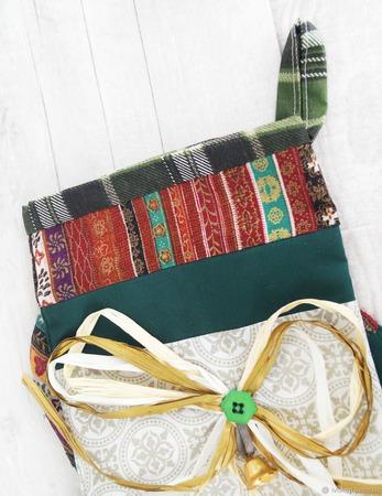 Новогодний сапожок для подарков с петелькой для подвешивания ручной работы на заказ