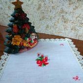"""Новогодняя декоративная салфетка """"Канделябр с тремя свечами"""""""