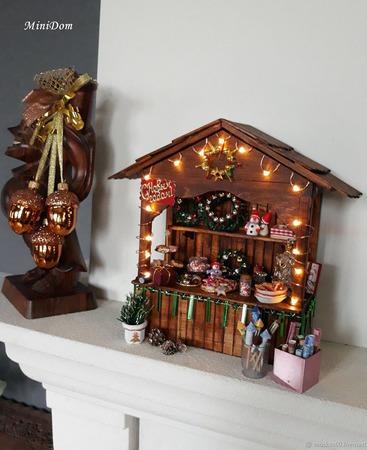 Новогодний прилавок-витрина для кукольной миниатюры ручной работы на заказ