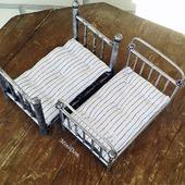 Бабушкина кровать и матрас для кукольной миниатюры в кукольный дом