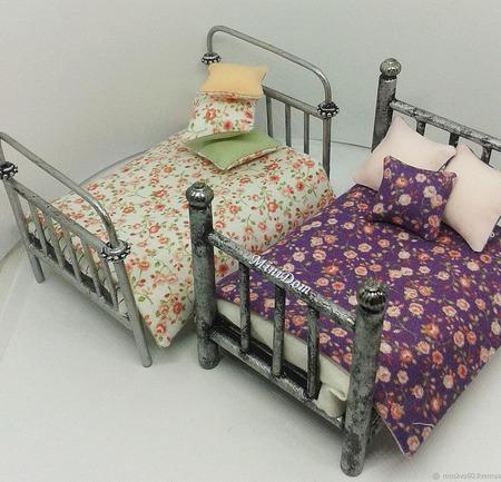Бабушкина кровать и матрас для кукольной миниатюры в кукольный дом ручной работы на заказ
