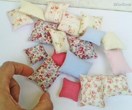 Подушки для кукольной миниатюры - Кукольные аксессуары ручной работы на заказ