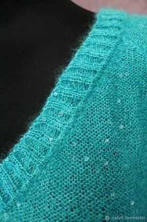 Пуловер с пайетками цвета лагуна ручной работы на заказ