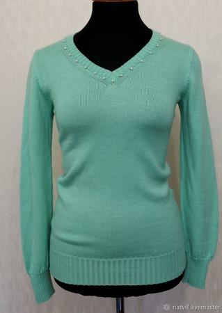 Пуловер мятного цвета ручной работы на заказ