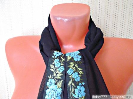 """Черный шифоновый палантин ручной работы """"Голубые цветы"""" модель 1 ручной работы на заказ"""