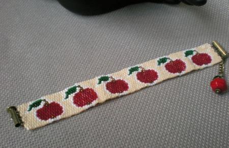 """Браслет """"Красное яблоко"""" ручной работы на заказ"""