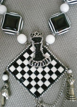 """Кулон """"Белый король. Черная королева"""" ручной работы на заказ"""