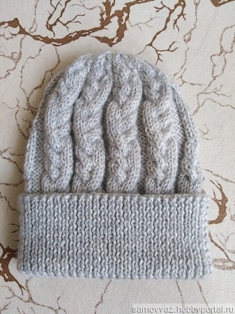 Вязаная шапка ручной работы на заказ