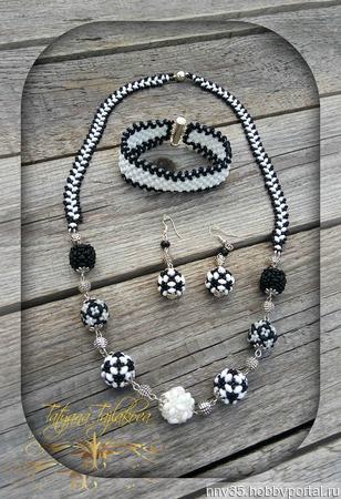 """Комплект из бисера """"Черное-белое"""" (Колье, серьги, браслет) ручной работы на заказ"""