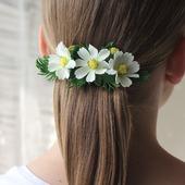 """Заколка для волос с цветами """"Белые космеи"""""""
