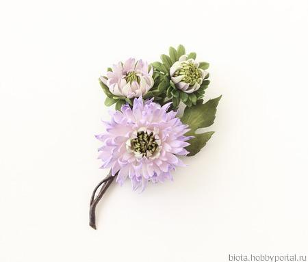 Брошь хризантемы светло-сиреневые ручной работы на заказ