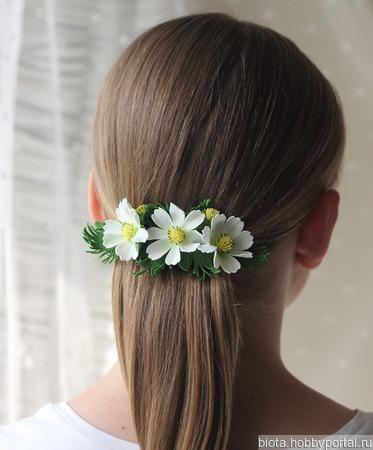 """Заколка для волос с цветами """"Белые космеи"""" ручной работы на заказ"""