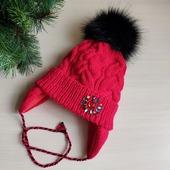Зимняя шапка для девочки с кристаллами и меховым помпоном