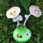 фото: Куклы и игрушки (вязаные грибы)