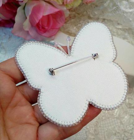 Брошь-бабочка Розалинда из жемчуга и Сваровски ручной работы на заказ