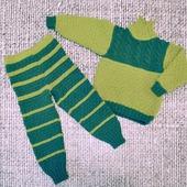 Детский вязаный комплект на весну джемпер и штанишки