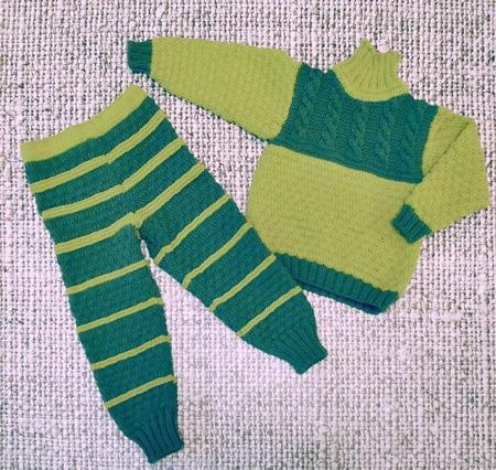 Детский вязаный комплект на весну джемпер и штанишки ручной работы на заказ
